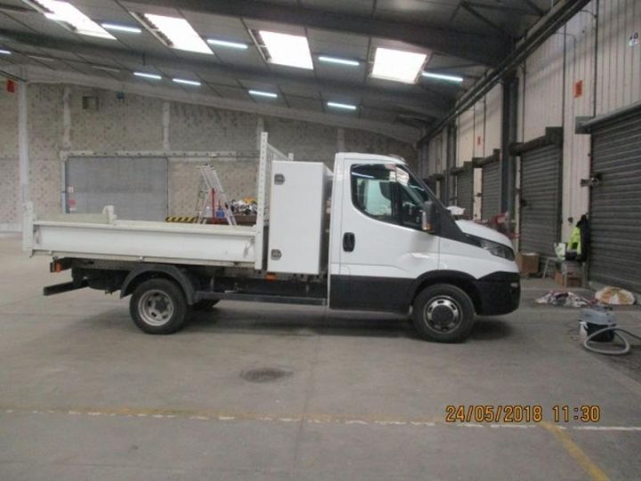 Commercial car Iveco Daily 35C13 Empattement 3750 Tor - 24 900 HT Blanc - 4