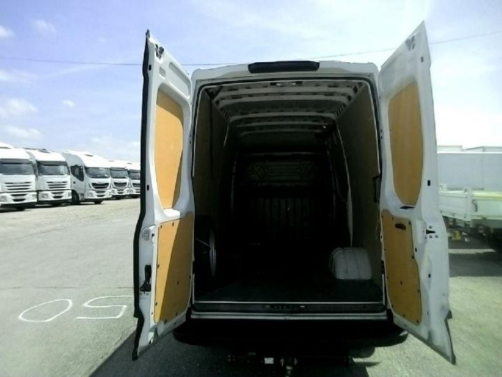 Commercial car Iveco Daily 35C13V12 Blanc - 3