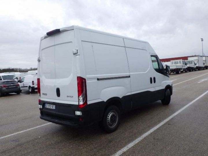 Commercial car Iveco Daily 35S13V11 - 13 900 HT Blanc - 2