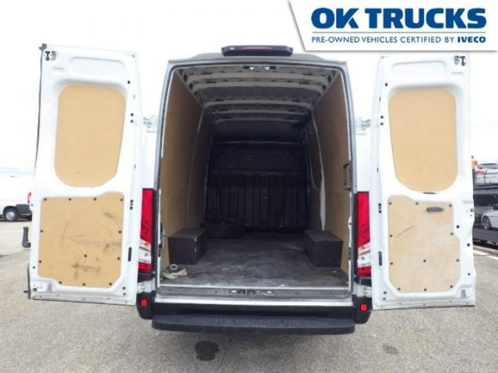 Commercial car Iveco Daily 35S13V12 Blanc - 4