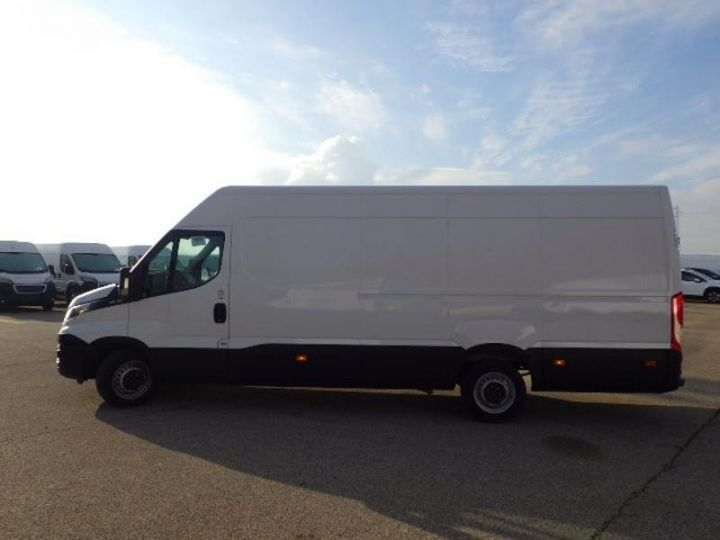 Commercial car Iveco Daily 35S13V16 - 17 900 HT Blanc - 3