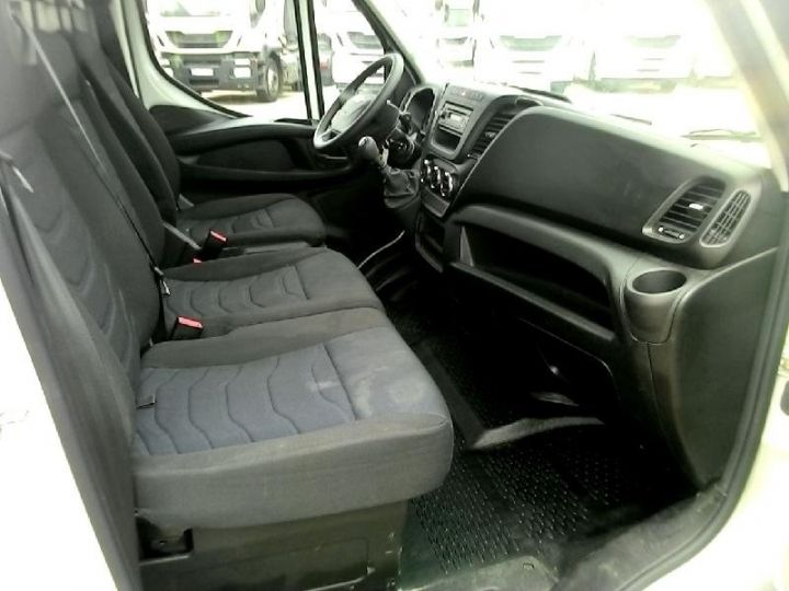 Commercial car Iveco Daily 35S14V11 Blanc - 2