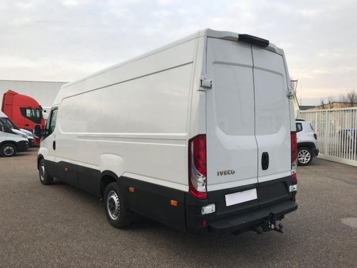 Commercial car Iveco Daily 35S17V16 - 22500 HT Blanc - 2