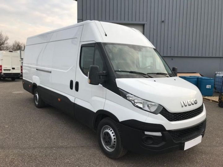 Commercial car Iveco Daily 35S17V16 - 22500 HT Blanc - 3
