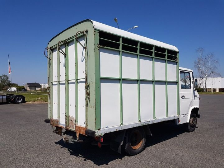 Commercial car Mercedes Vario Livestock body L 406 D BLANC - GRIS - 2