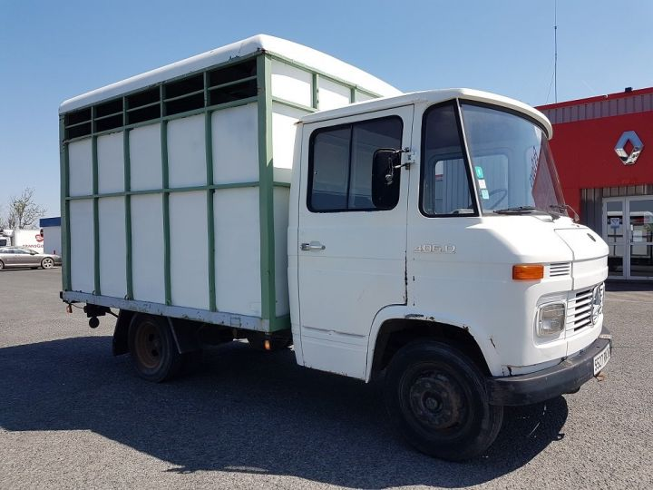 Commercial car Mercedes Vario Livestock body L 406 D BLANC - GRIS - 4