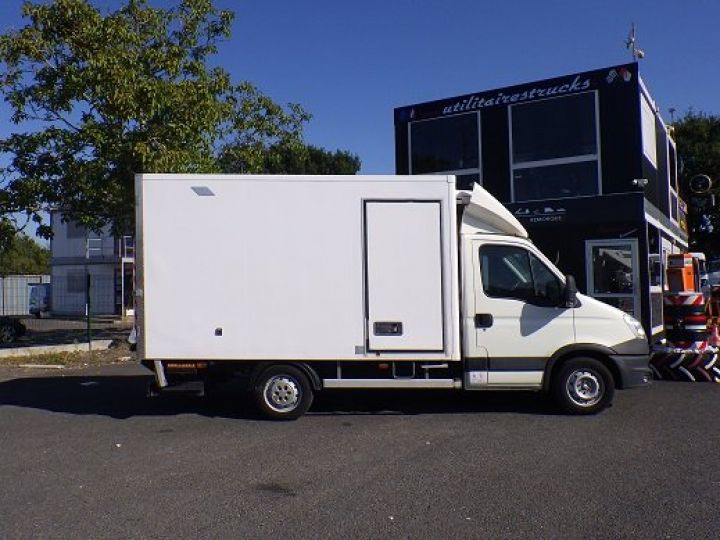Commercial car Iveco Daily Refrigerated body Blanc - 2