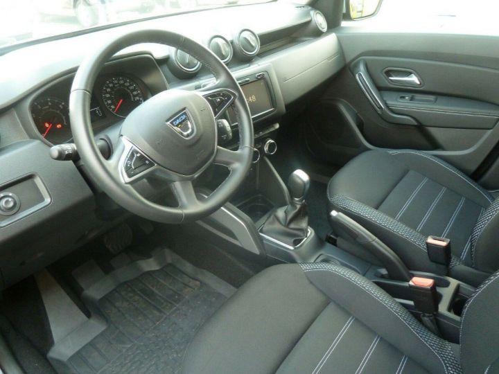 Dacia Duster 1.4 dci 110 Prestige , Automatique 04/2018 gris comète  métal - 7