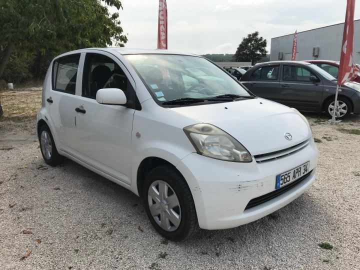 Daihatsu SIRION 1.0 VVT 70 CV BLANC  Occasion - 2