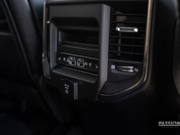 Dodge Ram 2021 Limited Black Edition Diamond Black Crystal Pearl - 32
