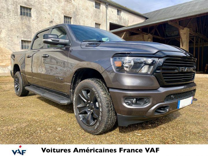 Dodge Ram 2021 Night Edition Hybride 48v Robuste PACK TOUT TERRAIN - PAS D'ÉCOTAXE/ PAS TVS/TVA RECUP EN STOCK Granit Crystal / Pack Night Edition Neuf - 2