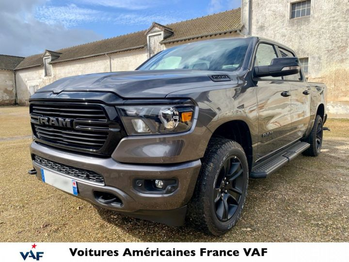 Dodge Ram Bighorn Night Edition 2021 E-torque/Pack Offroad en STOCK GRANIT Crystal / Pack Night Edition Neuf - 1