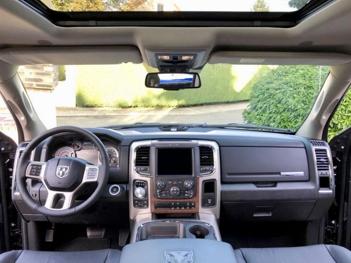 Dodge Ram LARAMIE CLASSIC CREW CAB Noir Vendu - 9