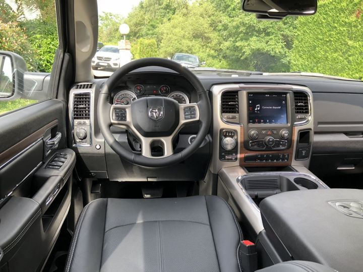 Dodge RAM  LARAMIE CREW SUSPENSION 2018 NEUF CTTE  BLANC Neuf - 4