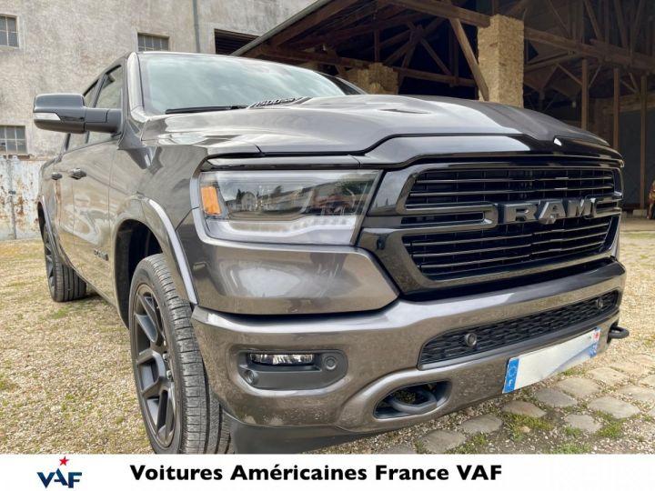 Dodge Ram LARAMIE NIGHT EDITION Suspension/Régulateur Adaptatif/Grand Écran - PAS D'ÉCOTAXE/PAS TVS/TVA RECUP Granit CRYSTAL / Pack Night Edition Neuf - 2