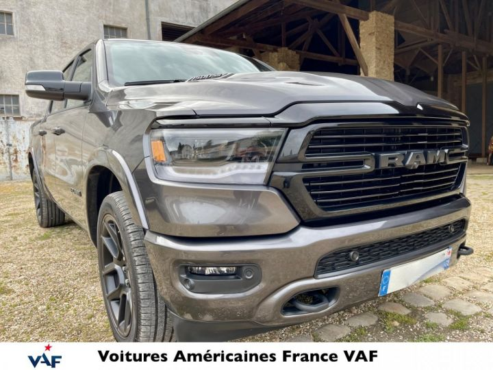 Dodge Ram LARAMIE NIGHT EDITION Suspension/Régulateur Adaptatif/Grand Écran - PAS D'ÉCOTAXE/PAS TVS/TVA RECUP EN STOCK Granit Crystal / Pack Night Edition Neuf - 2