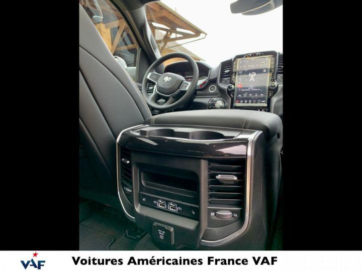 Dodge Ram LARAMIE NIGHT EDITION Suspension/Régulateur Adaptatif/Grand Écran - PAS D'ÉCOTAXE/PAS TVS/TVA RECUP EN STOCK Granit Crystal / Pack Night Edition Neuf - 18