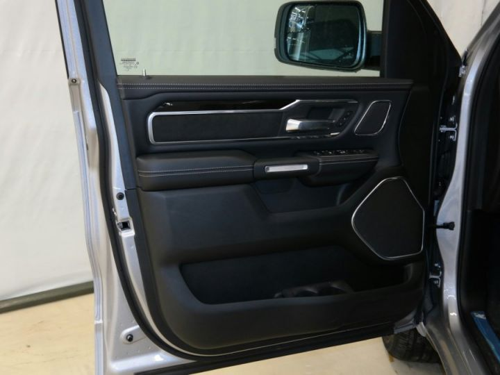 Dodge RAM Laramie Sport Cew Cab Gris acier métallisé Neuf - 11