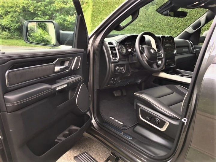 Dodge Ram Laramie Sport  Crew Cab  2019 RamBox Neuf pas d'écotaxe / Pas de tvs /Tva recup Granit métal Vendu - 5