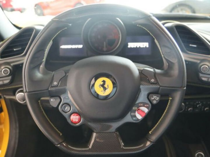 Ferrari 488 GTB Giallo Modena - 13