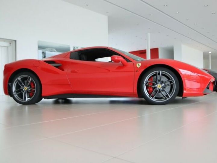 Ferrari 488 Spider Rosso Corsa - 10