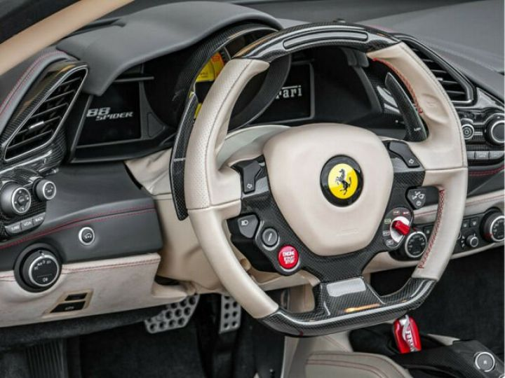 Ferrari 488 Spider PACK CARBONE#SUBLISSIME#Sièges Racing Rosso Corsa - 4