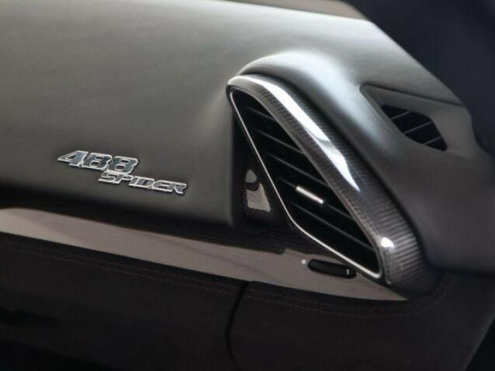Ferrari 488 Spider V8 3.9 bi-turbo#Pack carbone Bianco Avus - 10