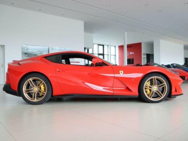 Ferrari 812 Superfast V12 6.5 Rosso Scuderia - 3