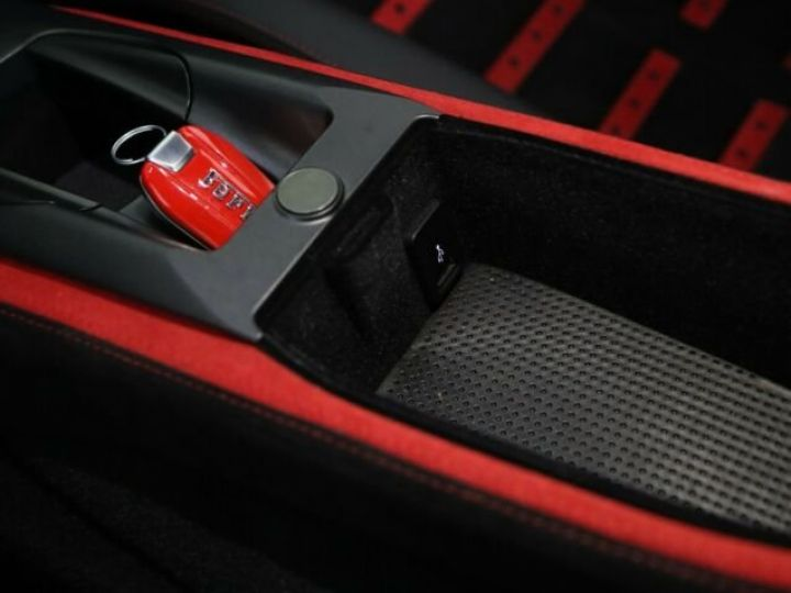 Ferrari 812 Superfast V12 6.5 Rosso Scuderia - 14