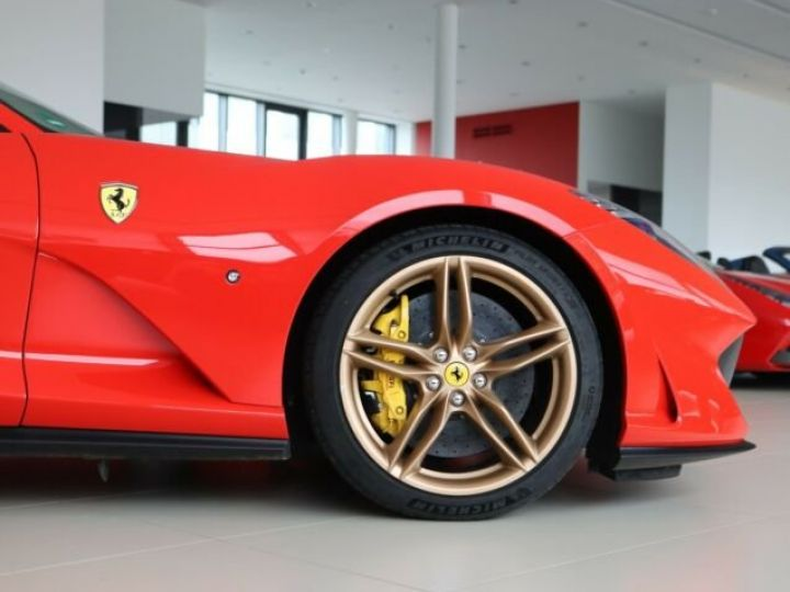 Ferrari 812 Superfast V12 6.5 Rosso Scuderia - 21