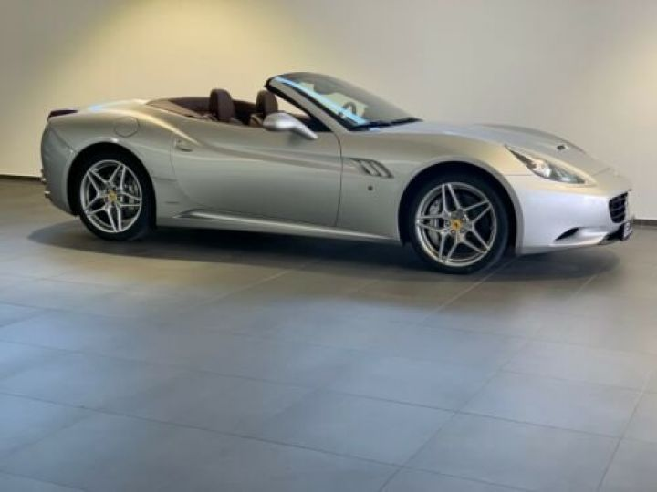 Ferrari California 4.3L / Moteur V8 4 siège / Carbon Daytona Gris métallisée  - 5