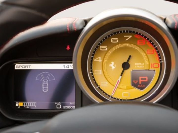 Ferrari California V8 3.9 T 560CH ROUGE Occasion - 11