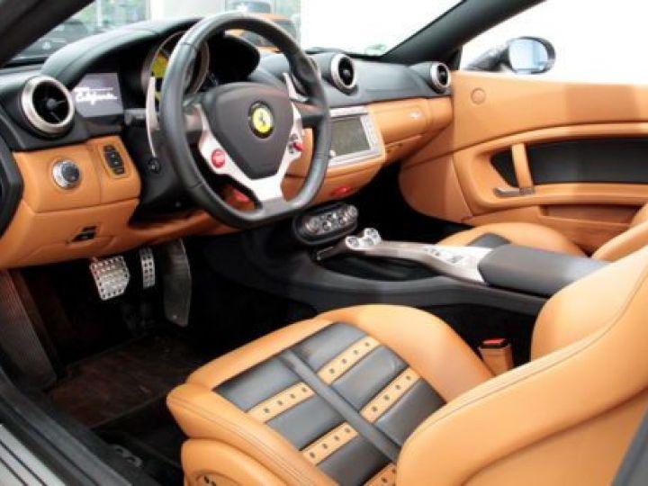 Ferrari California V8 4.3 GRIS Occasion - 15