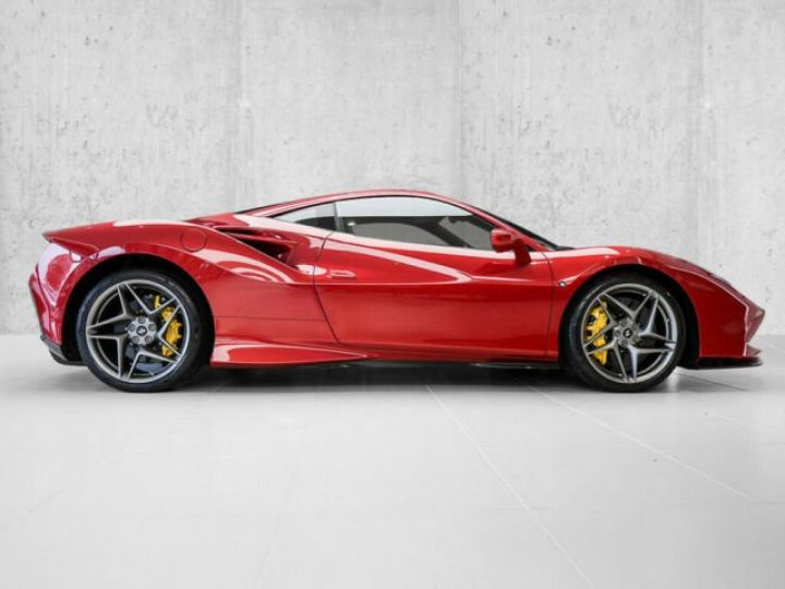 Ferrari F8 Tributo Rosso Fuoco - 3