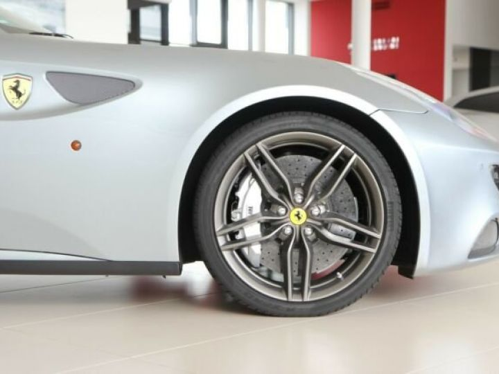 Ferrari FF Cockpit carbone Grigio Titanio métal - 17