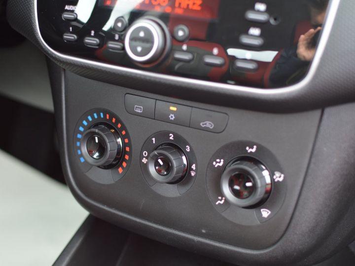 Fiat PUNTO AFFAIRE À SAISIR FIAT PUNTO 1.4 ESSENCE 105 1ère main BLUETOOTH CLIM PARFAIT ÉTAT 7000KMS RARE NOIR - 10