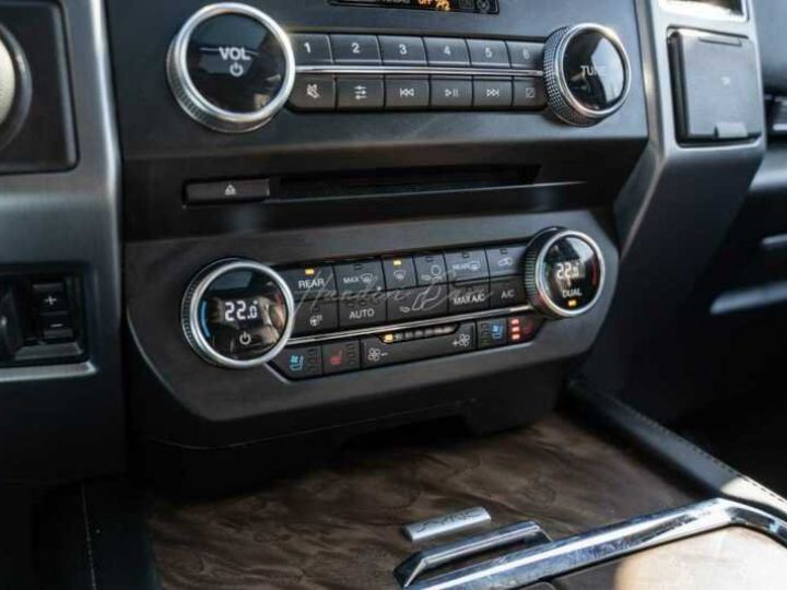 Ford Expedition Max Platinum **Exclusivité** 2019 V6 3.5 Ecoboost 405CV 8pl / FRAIS INCLUS Gris Foncé - 13