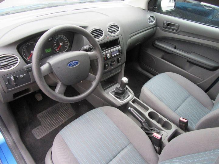 Ford Focus 1.6 100CH AMBIENTE 5P Bleu Clair - 4