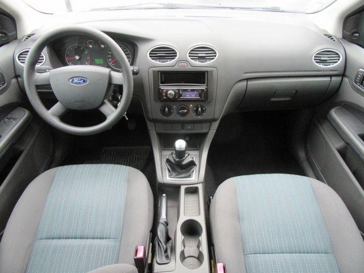 Ford Focus 1.6 100CH AMBIENTE 5P Bleu Clair - 14