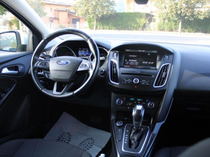 Ford Focus SW 2.0 TDCI 150 S&S Titanium PowerShift Blanc - 10