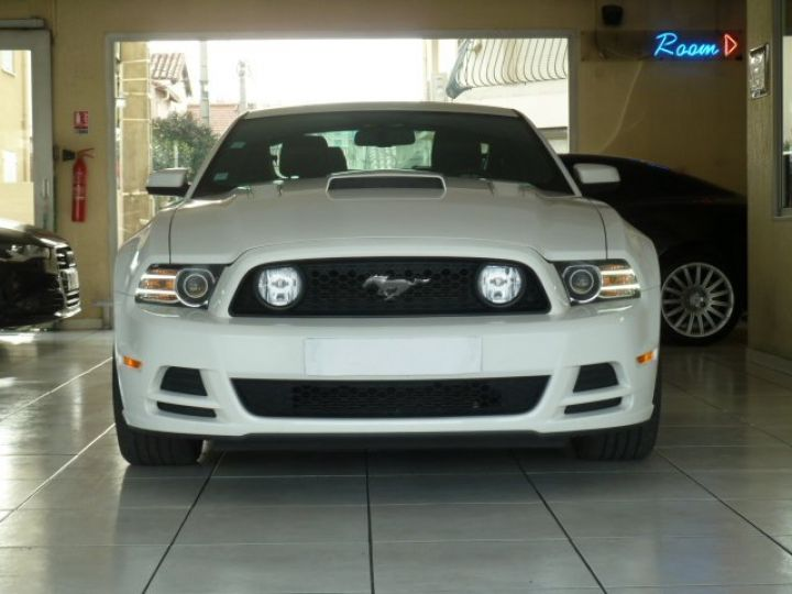 Ford Mustang COUPE GT 5.0 L V8 BLANC - 3