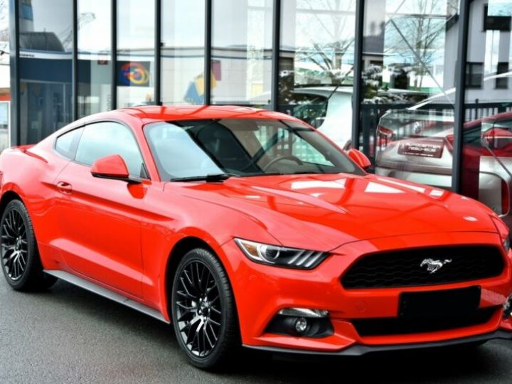 Ford Mustang Fastback Coupé 2.3 EcoBoost ROUGE - 3