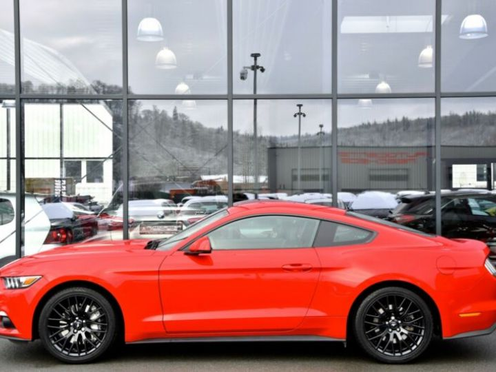 Ford Mustang Fastback Coupé 2.3 EcoBoost ROUGE - 5
