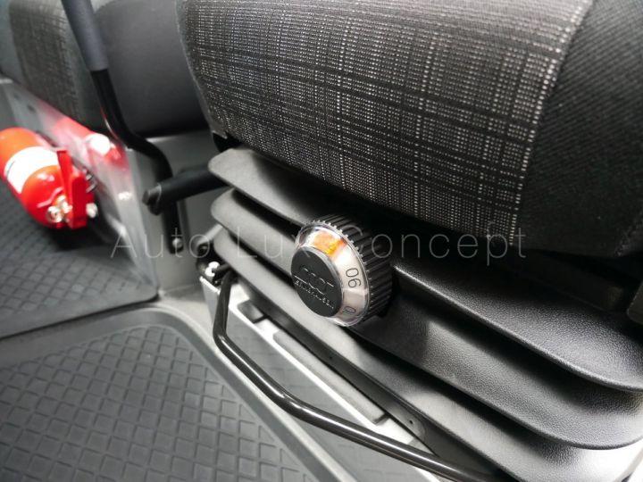 Fourgon Mercedes Sprinter Fourgon tolé 319 BlueTEC Fourgon Compact, Caméra, GPS, Attelage Argent Brillant métallisé - 16