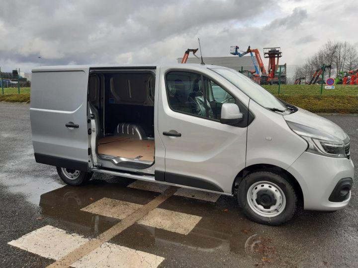 Fourgon Renault Trafic Fourgon tolé L1H1 2.0 DCI 145CV boite automatique neuf et dispo GRIS CLAIR METAL - 5