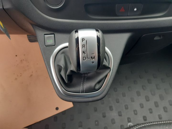Fourgon Renault Trafic Fourgon tolé L1H1 2.0 DCI 145CV GRAND CONFORT GRIS METAL - 9