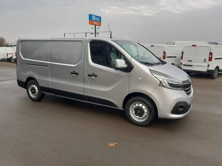 Fourgon Renault Trafic Fourgon tolé L2H1 1200 2.0 DCI 145CH ENERGY GRAND CONFORT GRIS PLATINE - 2