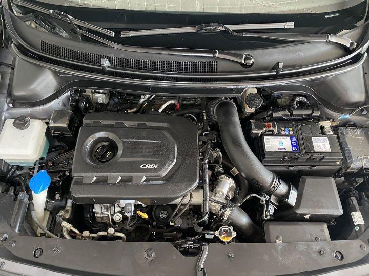Hyundai i20 1.1 CRDI 75 INTUITIVE Gris F - 11