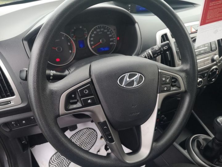 Hyundai i20 1.1 crdi 75 pack inventlimite 5 port Gris Occasion - 8