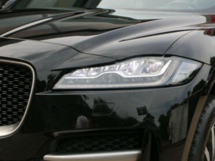 Jaguar E-Pace 2.0 P - 300 ch AWD BVA HSE / GPS / TOIT PANO / BLUETOOTH / PHARE LED / GARANTIE 12 MOIS / JAGUAR APPROUVED Noir métallisée  - 10
